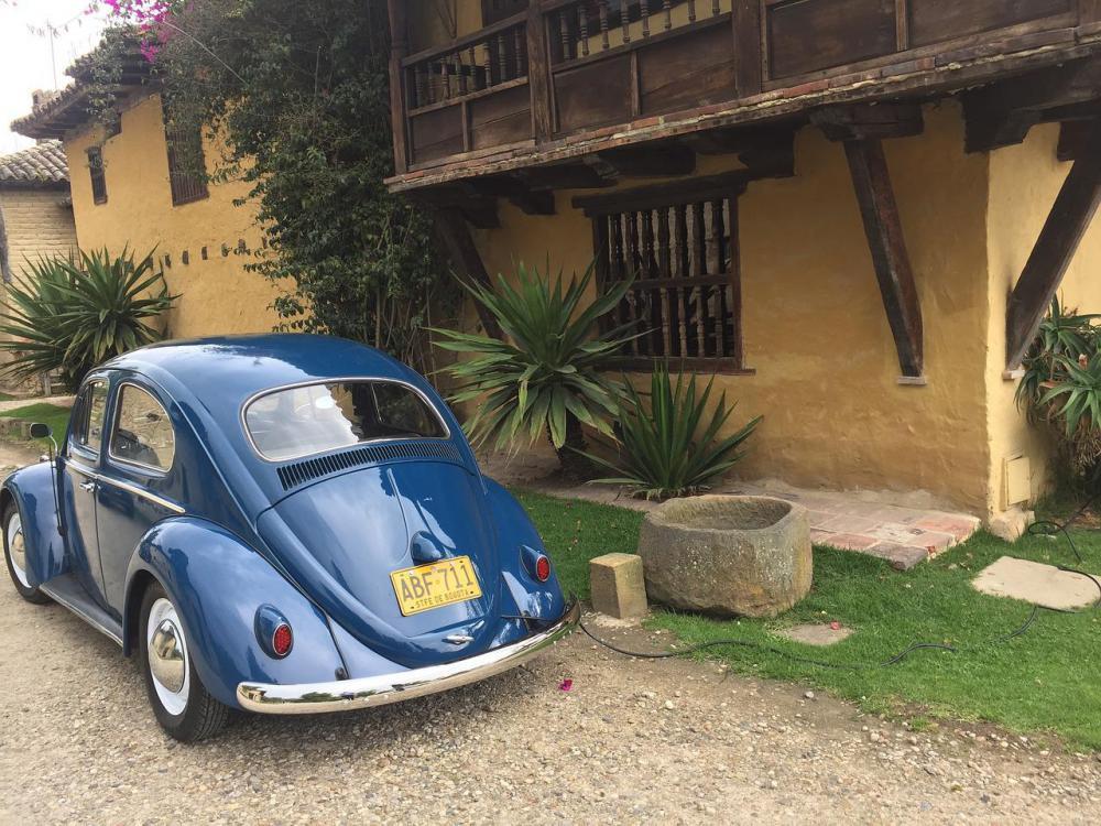 car-classic-3411291_1280.jpg