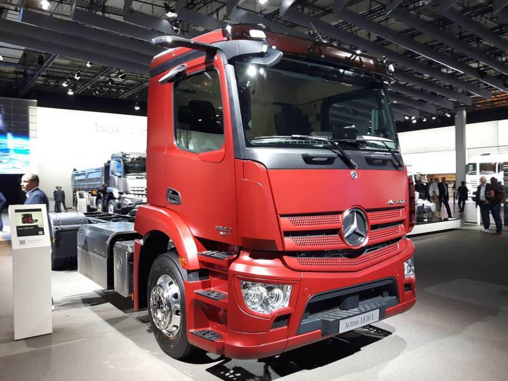 Mercedes-Benz_Actros_NGT_op_IAA2018.jpg