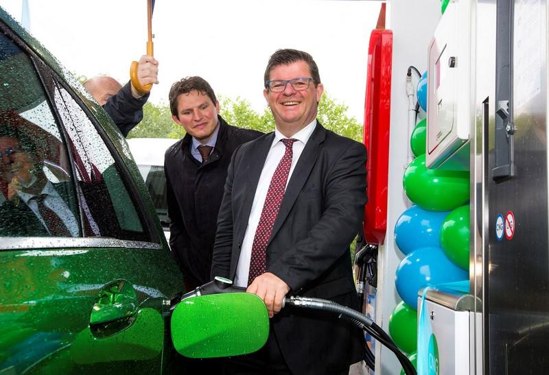 Minister Tommelein tankt CNG (Kopie)